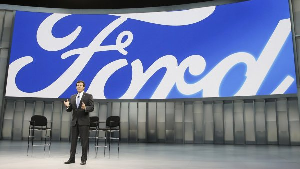 Ford miz� ze sc�ny. Tedy z t� v Japonsku a Indon�sii, na vin� je klesaj�c� z�jem o jeho auta. Na sn�mku ��f automobilky Mark Fields.
