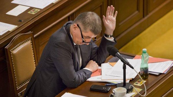 Ministr financí Andrej Babiš na schvalování elektronické evidence tržeb.