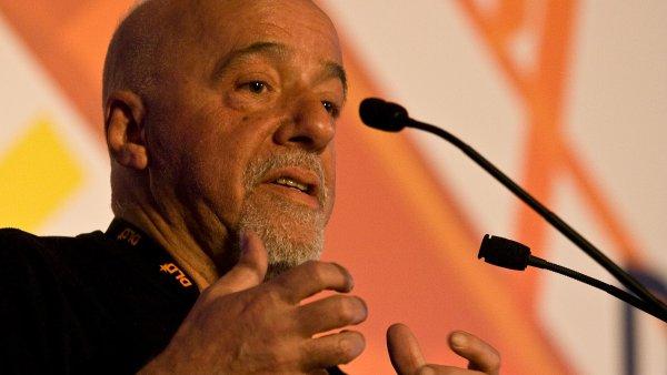 Paulo Coelho celosv�tov� prodal p�es 100 milion� knih.