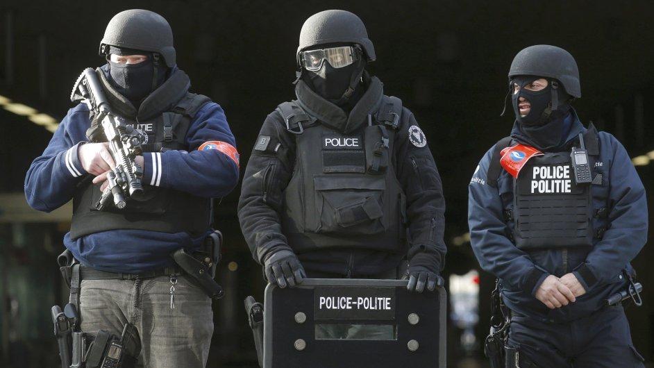 Policejní hlídky po útocích v Bruselu.