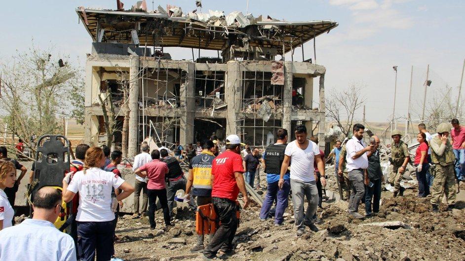 Výbuch u policejní stanice, Turecko