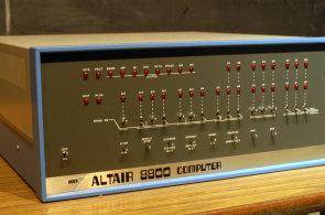 Altair 8800 slaví narozeniny. Před 42 lety způsobil revoluci ve světě počítačů, i když byl strašný