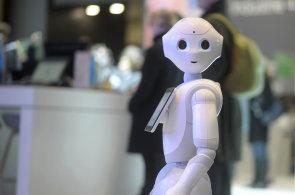 Roboty bychom měli zdanit. Lidé musí vidět v inovacích příležitost, ne hrozbu, říká Gates