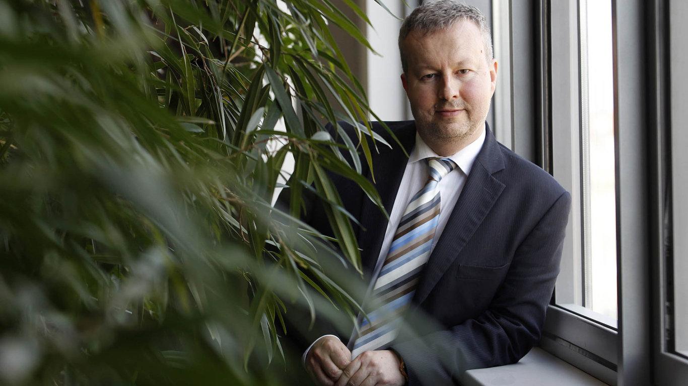 Bagry mohou startovat. Ministr Richard Brabec (ANO) slíbil, že ekologická stanoviska k prioritním dopravním stavbám vydá jeho úřad do poloviny února 2017.