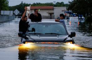 Na USA udeřil hurikán Harvey. Nejsilnější za posledních 13 let