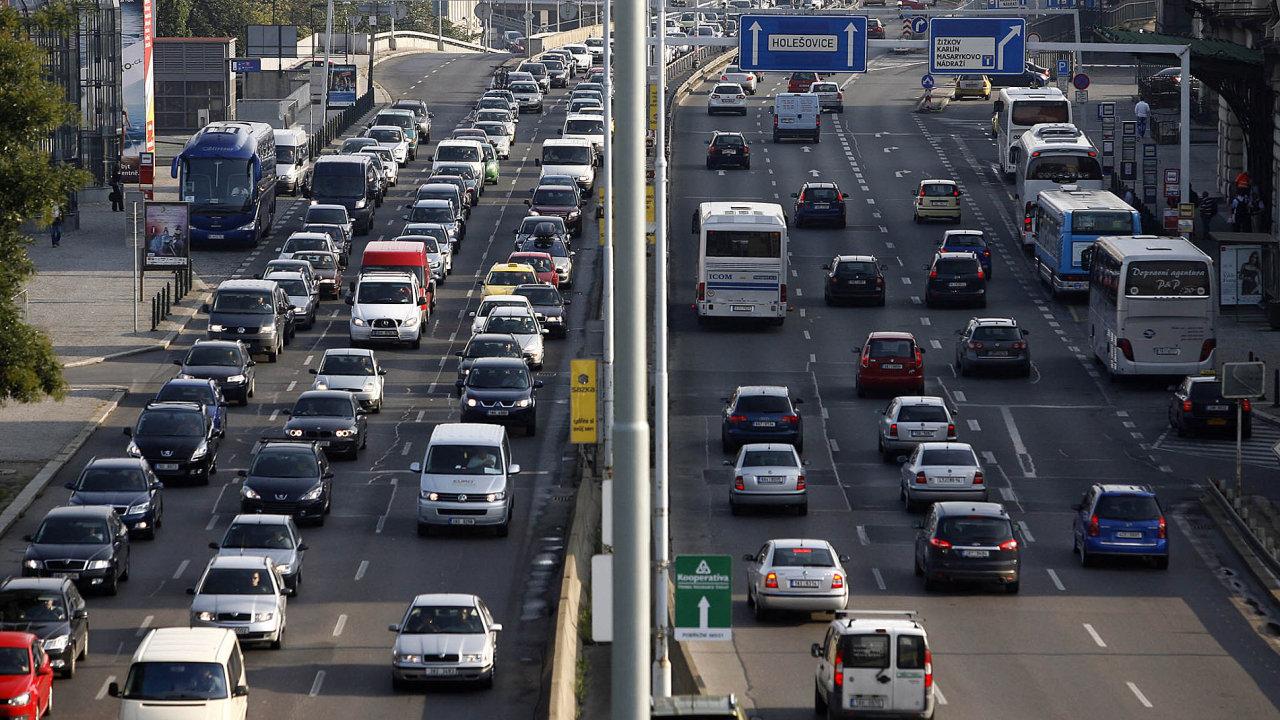 Skutečné znečištění životního prostředí auty je několikrát vyšší, než jsou oficiálně uváděné informace.