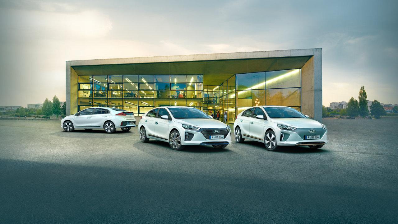 Ze značek, které Auto Palace prodává, nabízí elektromobily například Hyundai. Jeho Ioniq je buď čistým elektromobilem, nebo hybridem a plug-in hybridem i se spalovacím motorem.