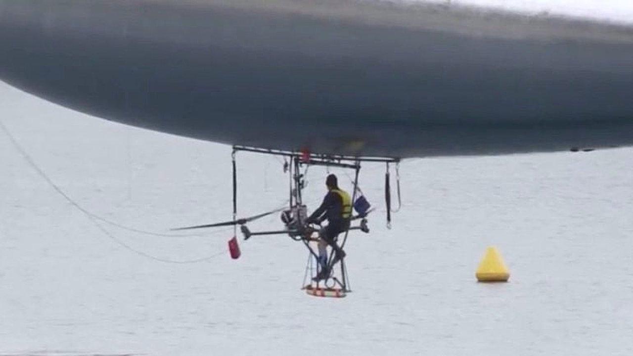 Záběry jako ze Zemanova filmu. Francouz chce v balonu s pedály přeletět Středozemní moře.