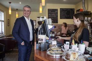 Jeden den s generálním ředitelem SAP. Žádná smoothies a chia semínka, Roman Knap snídá tlačenku a pije pivo