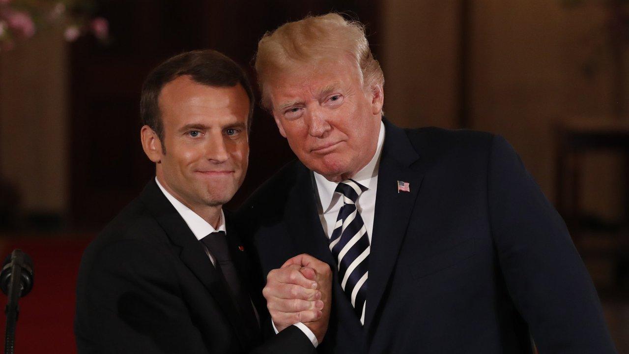 Donald Trump se sešel s francouzským protějškem Emmanuelem Macronem.