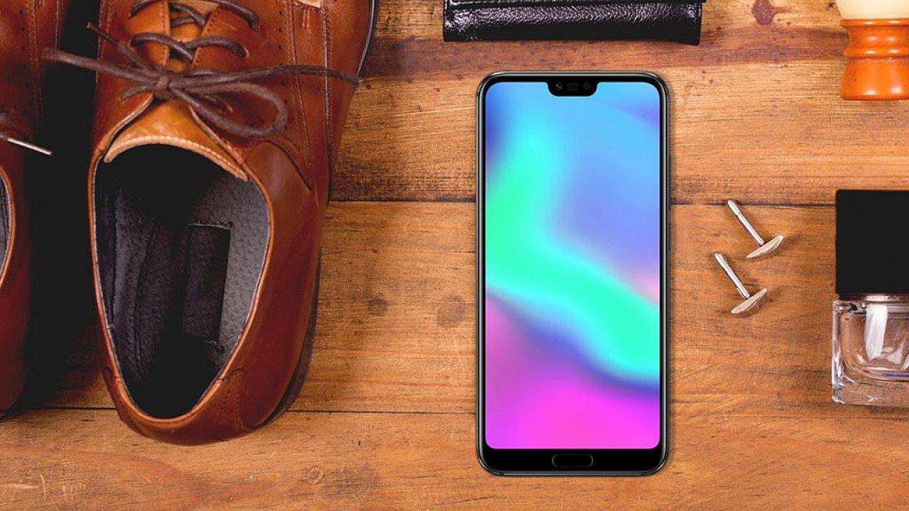 Nový chytrý telefon Honor 10 se začne prodávat za 10 990 korun.