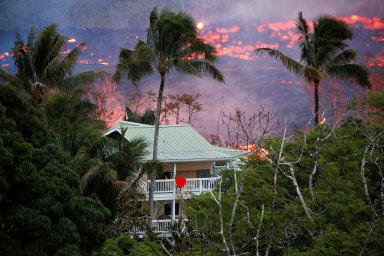 Sopka Kilauea dál trápí Havaj. Láva ohrožuje geotermální elektrárnu, své domovy musely opustit už dva tisíce lidí