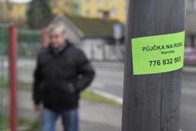 Analýza zjistila, že za roční padesátitisícovou půjčku zaplatí lidé u různých poskytovatelů od 2228 do 85 159 korun.