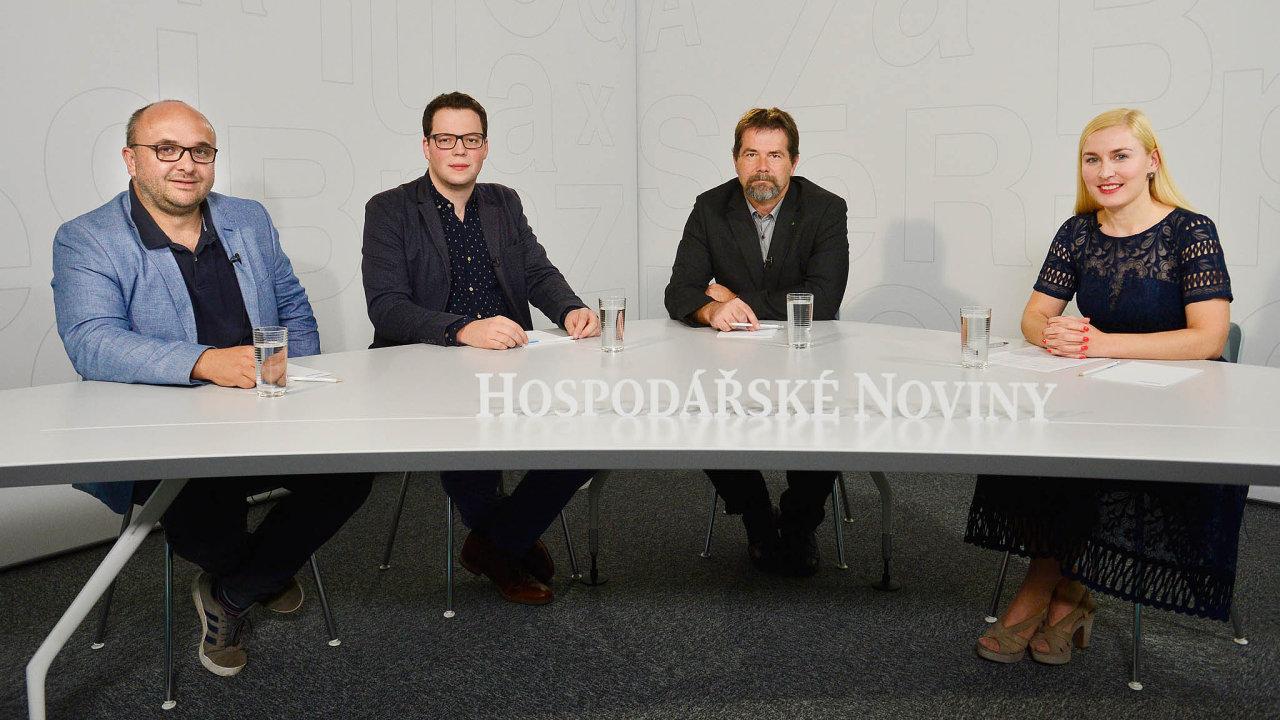 Diskuse HN se zúčastnili (zleva): Pavel Moulis, David Brož aVladimír Pícha, debatu moderovala redaktorka Hospodářských novin Jana Niedermeierová.