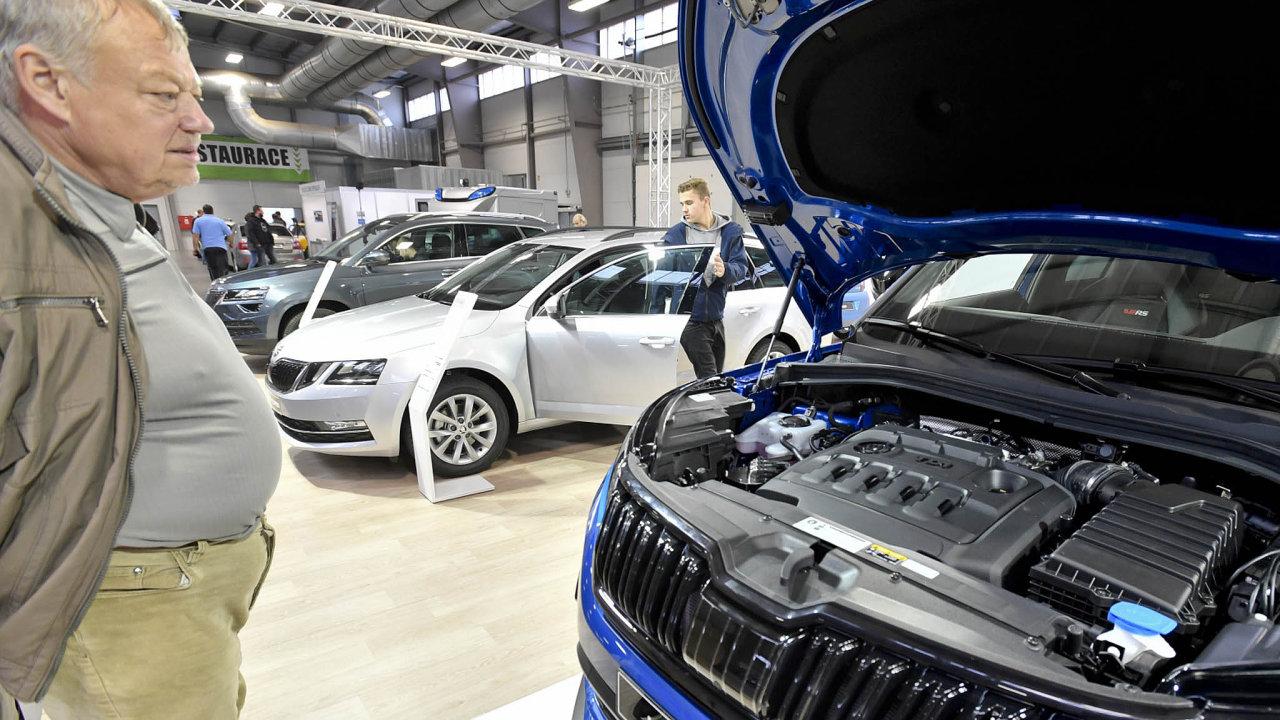 Automobilka Škoda Auto měla loni podíl na českém trhu přes 32 procent. Na snímku auta ze Škodovky na listopadovém Autosalonu Kola v Lysé nad Labem.