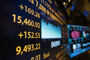 Pohyby indexu S&P 500 zhodnocují nebo znehodnocují investice do fondů.
