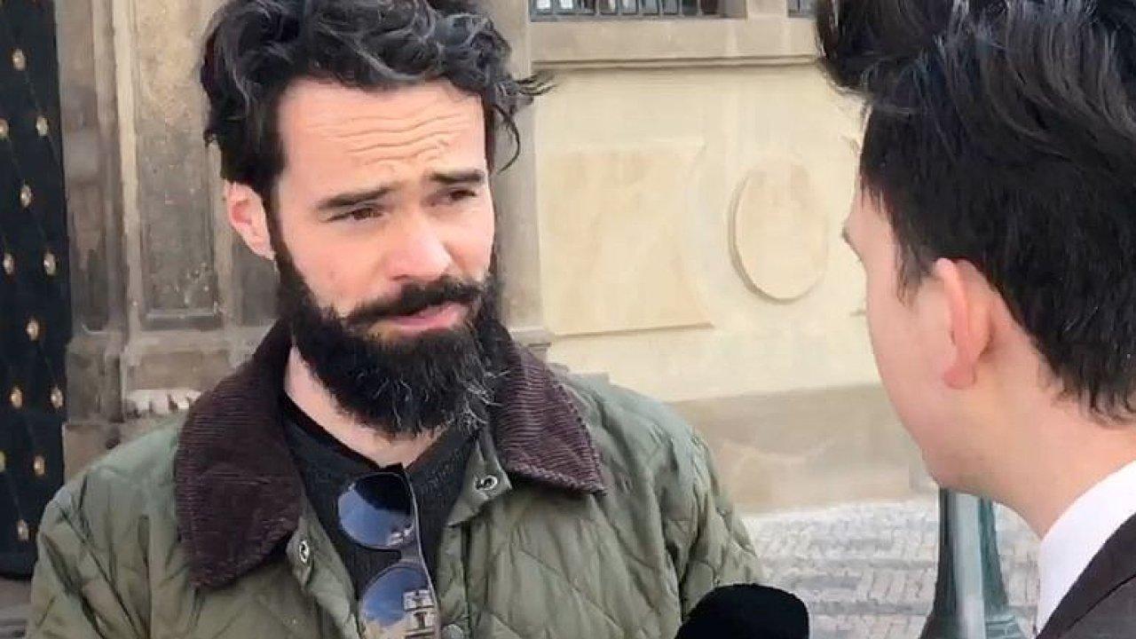Demonstrace proti ministru kultury: Chceme transparentní politiku, malá účast nevadí