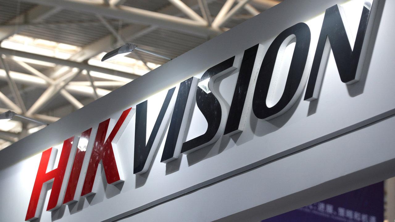 Logo čínské firmy Hikvision, jednoho z předních světových výrobců kamerových systémů.