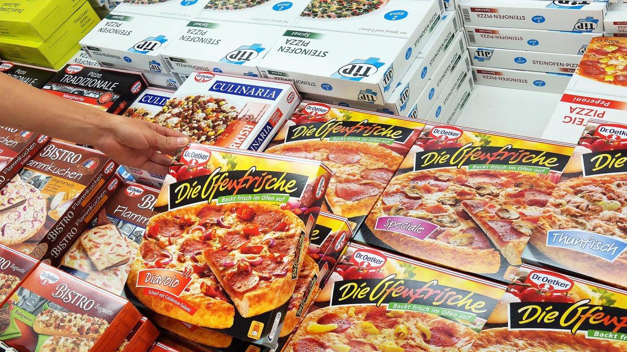 Častým příkladem dvojí kvality byla pizza značky Dr. Oetker, jejíž česká verze oproti té prozápadní trh nebyla tak bohatě ozdobena. Firma loni oznámila sjednocení receptury proVýchod aZápad.