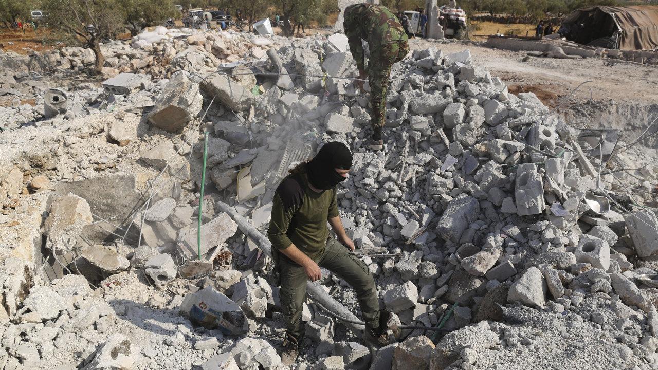 O víkendu americké speciální jednotky v Sýrii zabily vůdce Islámského stádu abú Bakra Bagdádího.