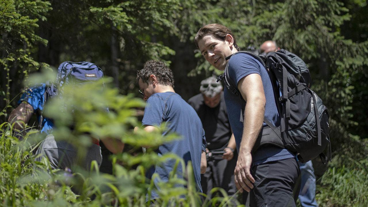 Rakouský kancléř Sebastian Kurz se nechává fotit na výletech do přírody, jeho vztah k životnímu prostředí teď otestují koaliční rozhovory se stranou Zelených.