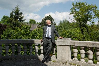 Hans-Werner Sinn, německý ekonom aemeritní profesor Mnichovské univerzity. Byl předsedou institutu Ifo pro ekonomický výzkum. Působí vporadním sboru německého ministerstva hospodářství.