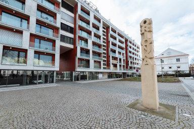 Česká národní banka uznává, že vysoký podíl nákupů zavlastní peníze omezuje její schopnost zchladit růst cen nemovitostí (ilustrační foto).