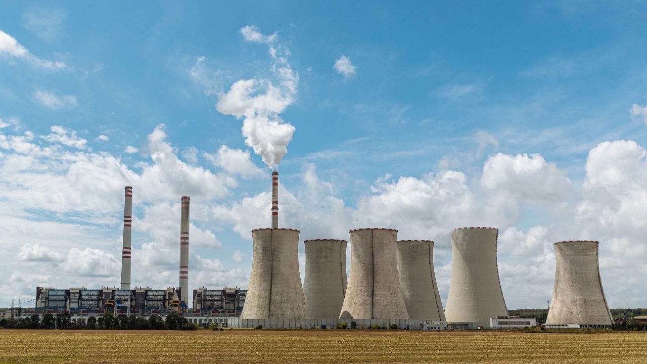 Celé dvě pětiny emisí skleníkových plynů vČesku vroce 2017 vytvořil energetický průmysl. Na snímku uhelná elektrárna v Počeradech.