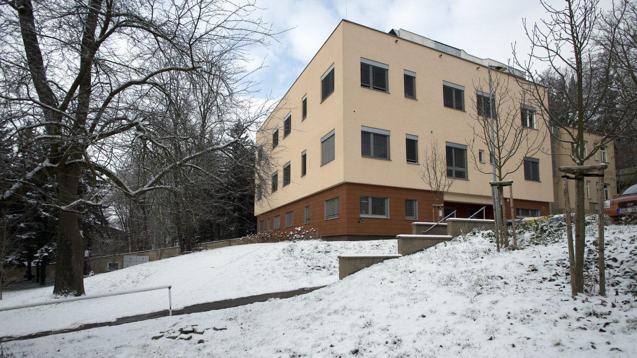 Jeden z pavilonů v areálu nemocnice ve Slaném na Kladensku.