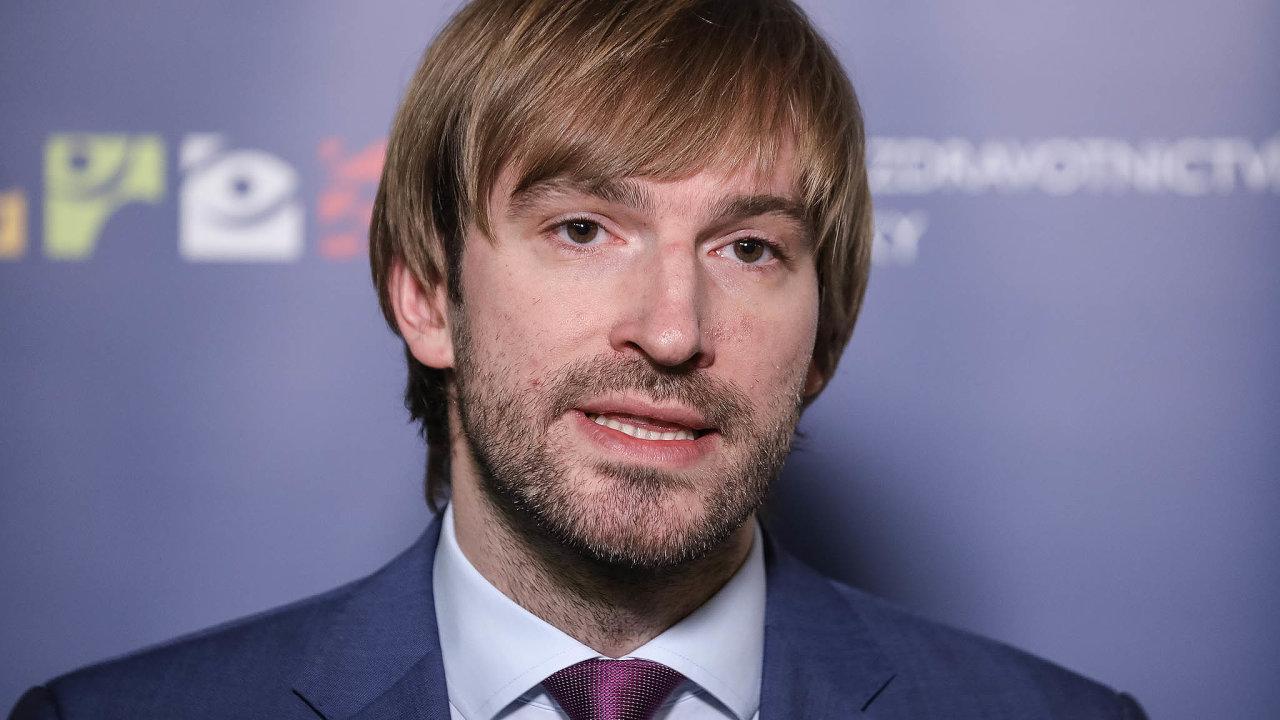 Ministr zdravotnictví Adam Vojtěch začal řešit zpřísnění pravidel pro dárcovství vajíček bezdětným matkám.