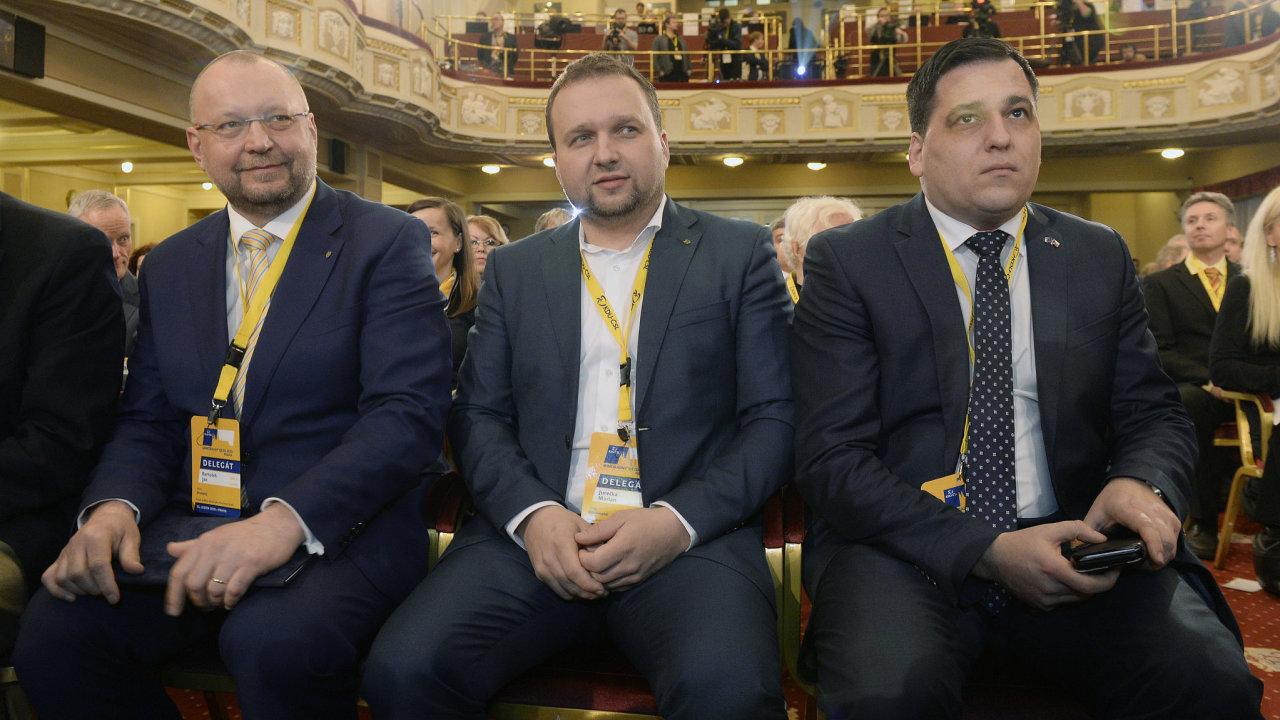 Dva ze čtyř kandidátů na post šéfa KDU-ČSL: Jan Bartošek a Marian Jurečka. Úplně napravo sedí Tomáš Zdechovský, který nakonec svou kandidaturu stáhl.