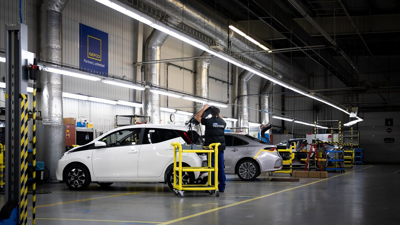Servisní a kontrolní úkony probíhají v testovacím centru TechYard, které zároveň slouží jako centrální logistický hub.