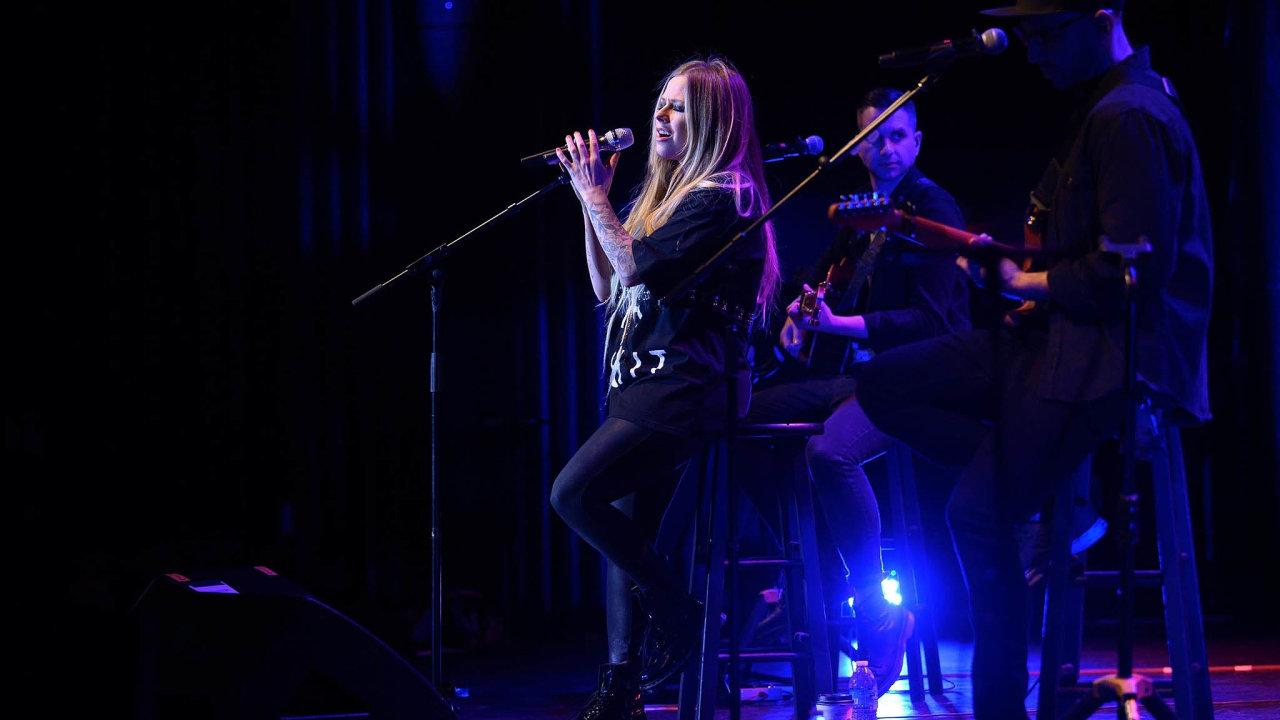 Zpěvačka Avril Lavigne zrušila březnový koncert v Curychu i celou asijskou část svého letošního turné.