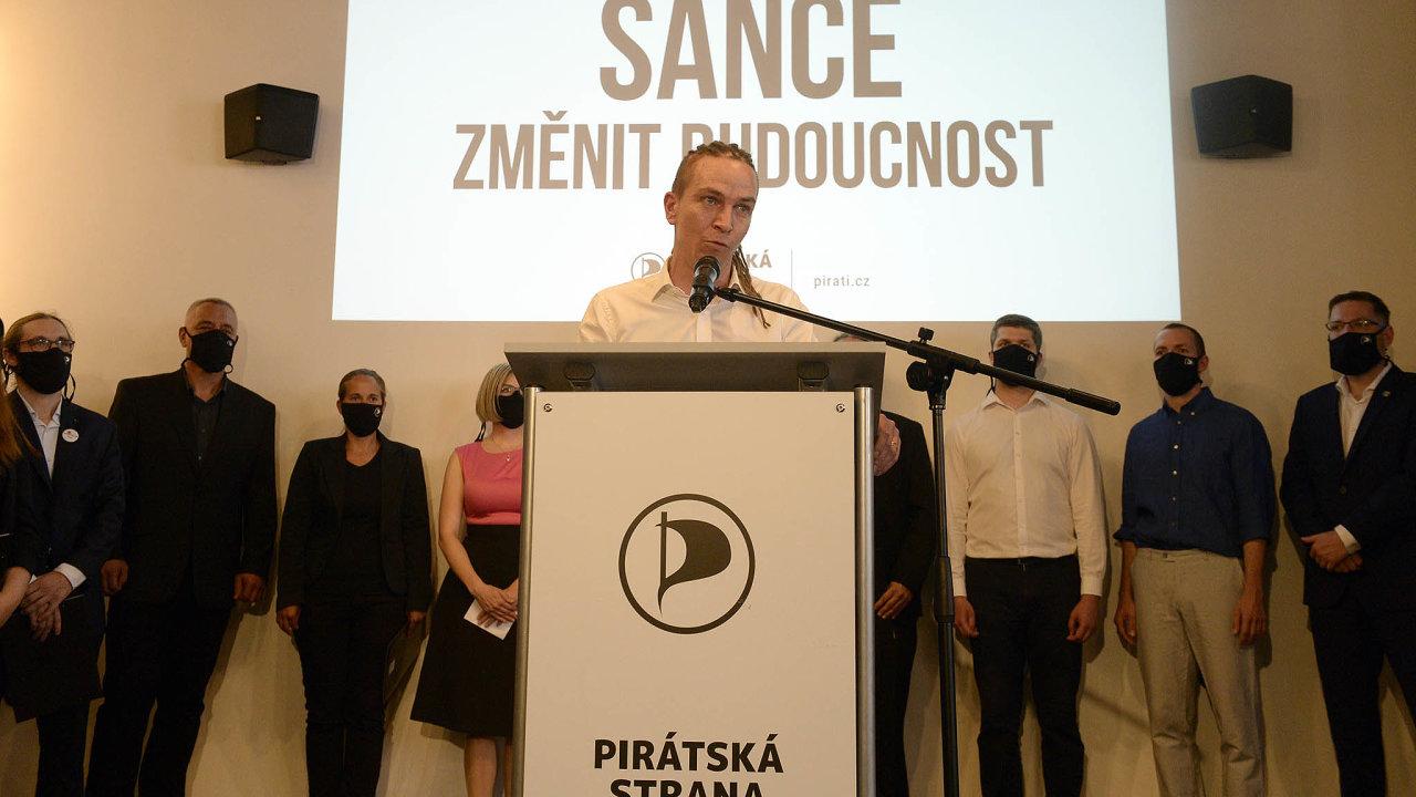 Pokud přijde krize, mohou zeztrát ANO těžit ODS a Piráti (na snímku předseda Ivan Bartoš).