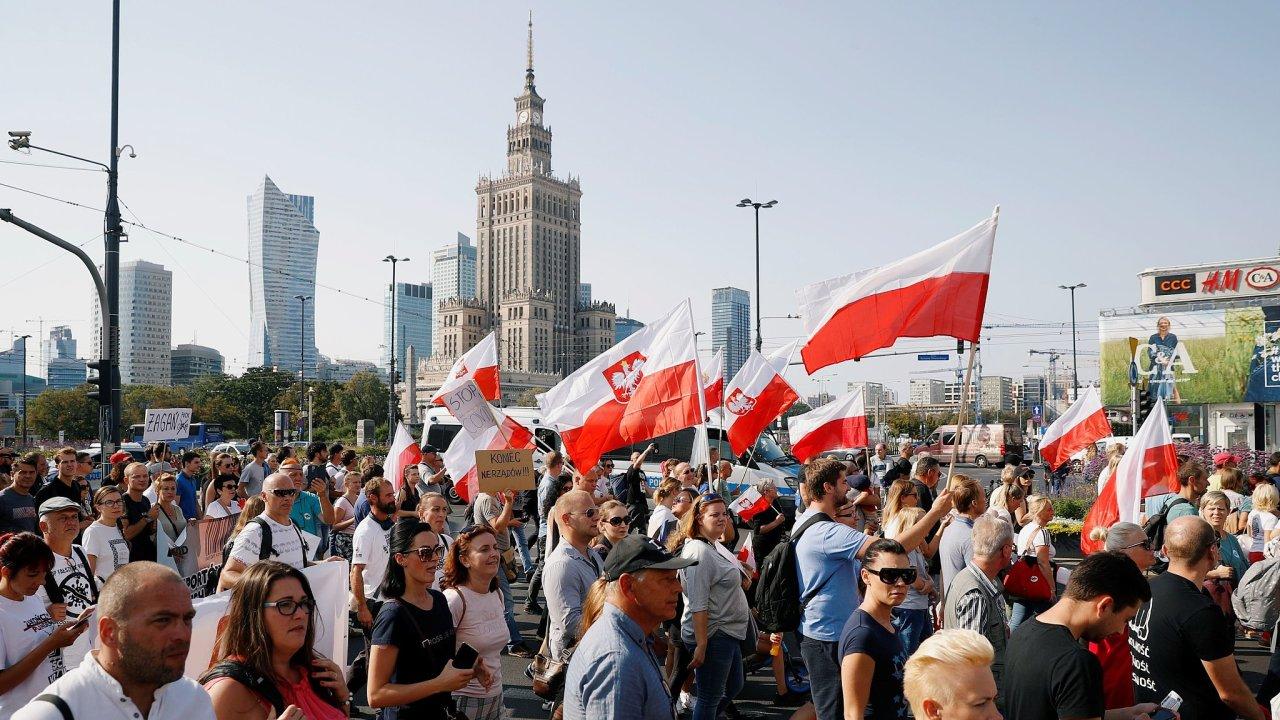 Polsko Varšava protest proti koronaviru