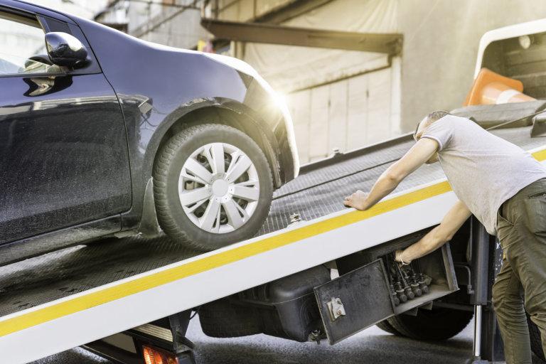 Je fajn, když jsou součástí pojištění i asistenční služby. Protože samotné vyproštění vozidla a jeho odtah také nejsou za hubičku.
