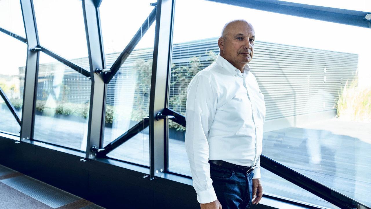 Od gumy kesportu: Poté co podnikatel Tomáš Němec prodal gumárenský holding ČGS, věnuje se výrobě sportovního vybavení. K lyžím teď přidává i kola.