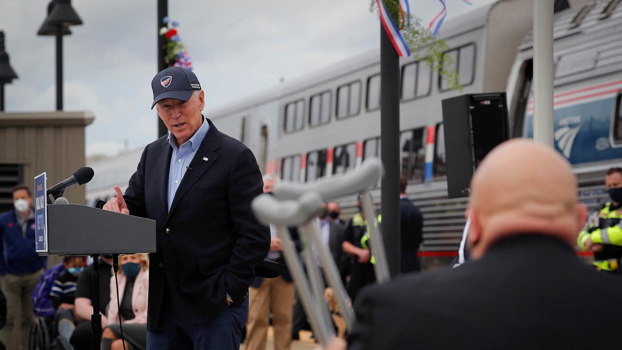 Zadobu, co byl Joe Biden senátorem, najezdil Amtrakem přes dva miliony mil.