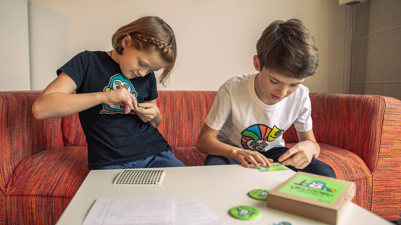 Uklízendo Jana Andrésková otestovala nejprve nasvých dvou dětech apravidla hry pak konzultovala isdětskou psycholožkou aspeciální pedagožkou.