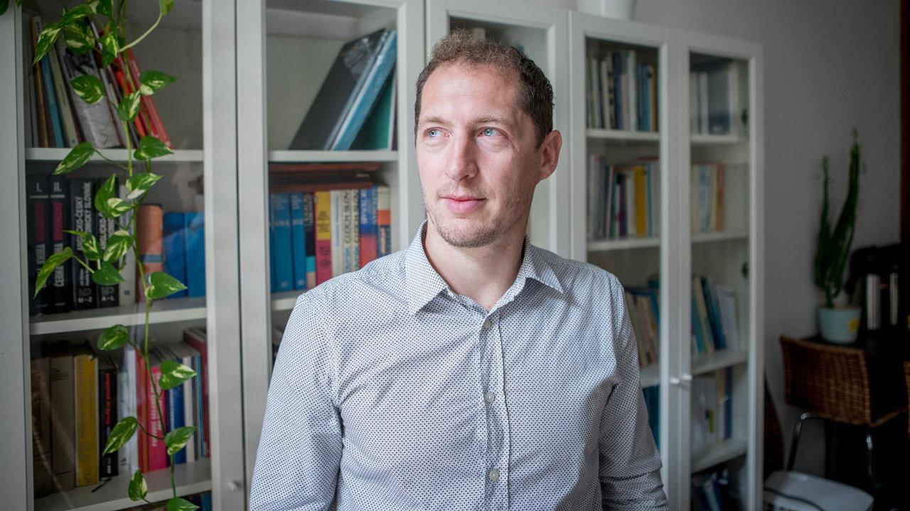 Psycholog Nikola Hořejš vede výzkum dezinformací, médií aglobálních otázek vsociologickém ústavu STEM.