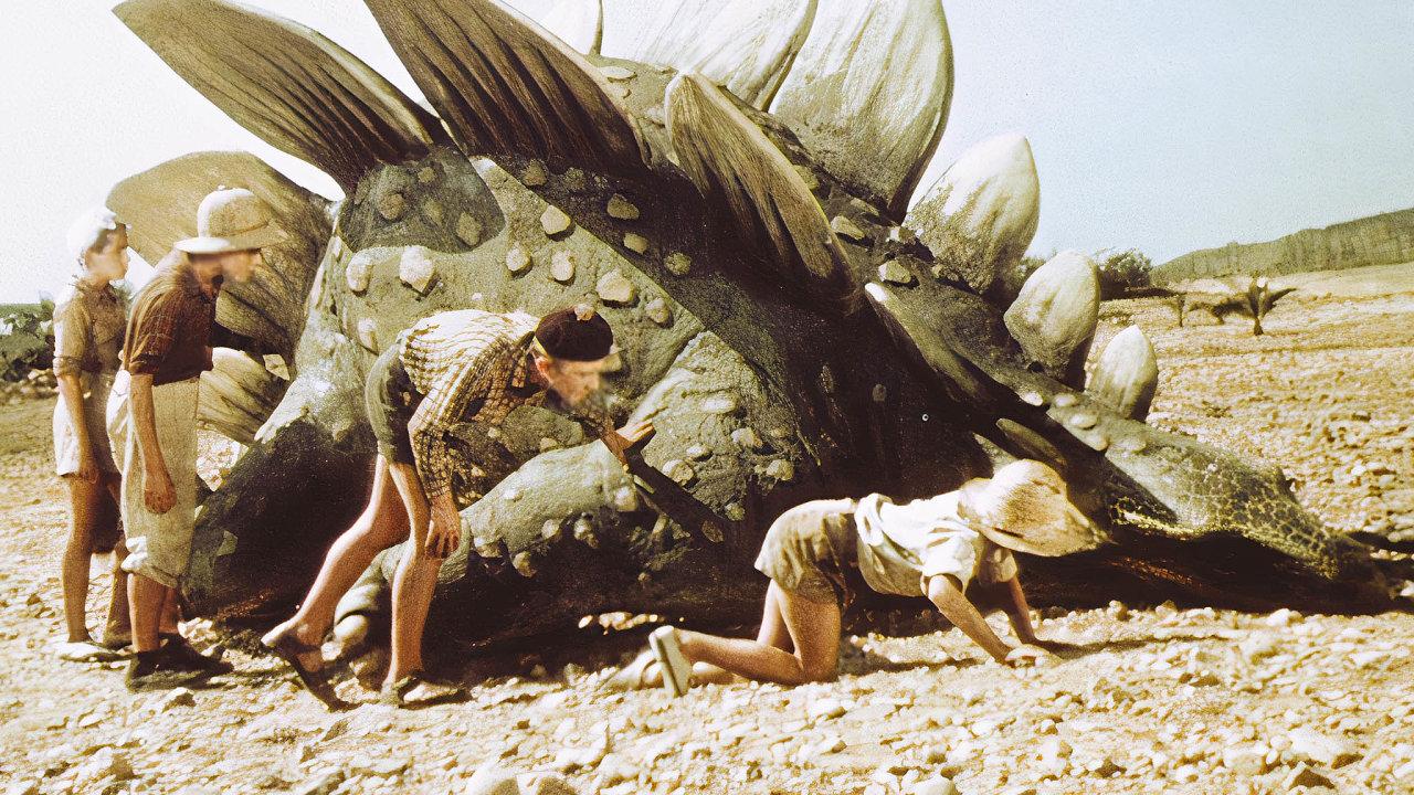 Fantastický film Cesta do pravěku natočil režisér Karel Zeman v roce 1955. Pravěká zvířata vytvořil podle ilustrací Zdeňka Buriana a rad vědců. V příběhu do prehistorie cestuje skupina českých kluků.