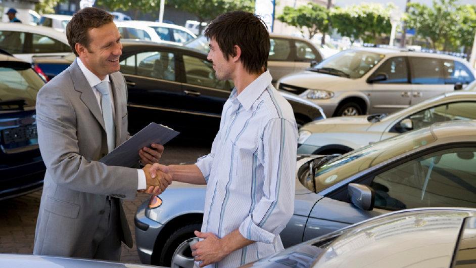 Prodej aut, ilustrační foto