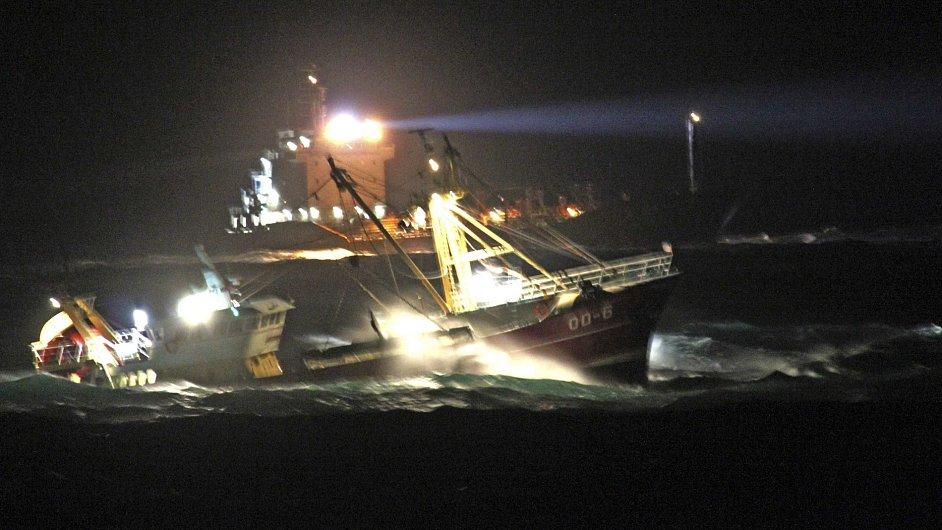 Nizozemské záchrané lodě vyráží na záchranou misi k místu kolize nákladních lodí v Severním moři.