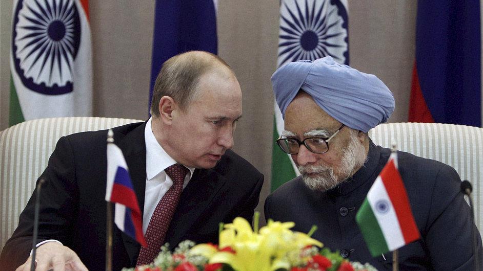 Ruský prezident Putin podepsal s indickým premiérem Singhem dohodu, podle níž Rusko prodá Indii vrtulníky a letadla za 57 miliard korun.
