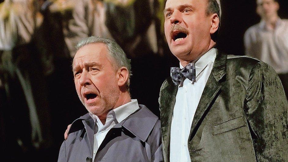 Petr Rychlý (vpravo) dlouho hraje Hašlera jako nedůvtipného zastydlého puberťáka.