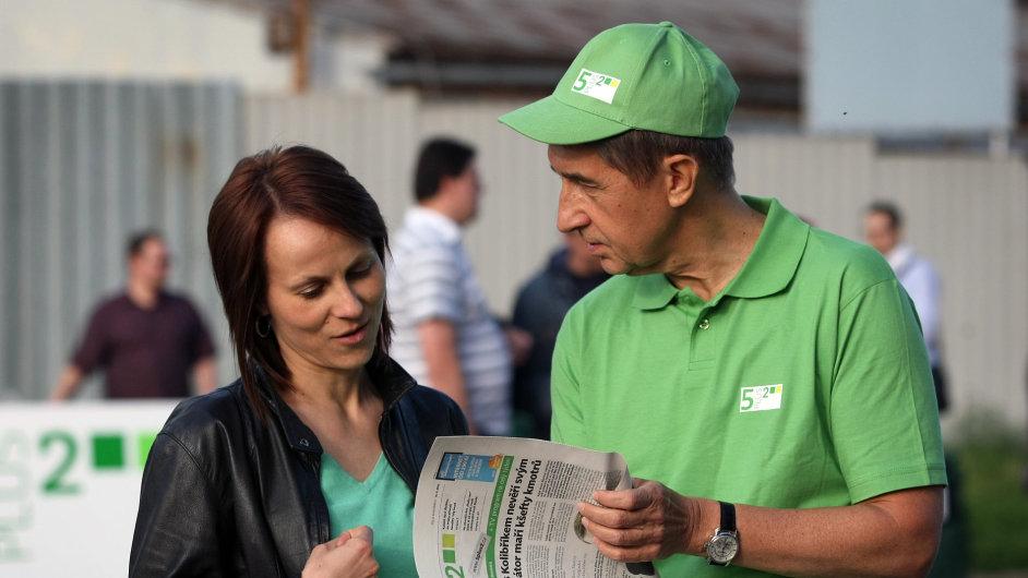Miliardář Babiš rozdával své noviny