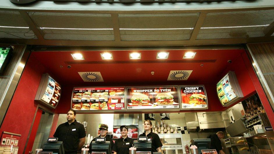 První českou restauraci otevřel americký řetězec v roce 2008 na pražském Zličíně.