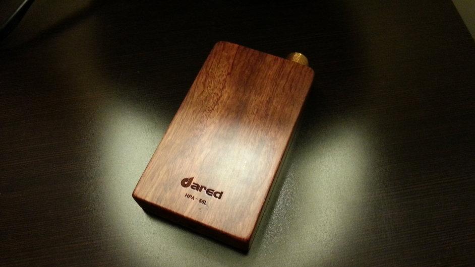 Sluchátkový zesilovač Dared kombinuje špičkovou elektroniku a přírodní dřevo.