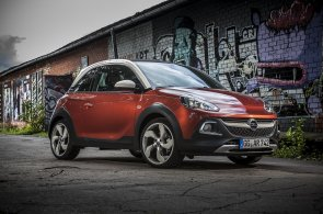 Originální Opel Adam Rocks míchá do chutného guláše minivůz, SUV a kabriolet