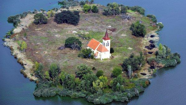 Kostel na Nov�ch Ml�nech bude z�ejm� zp��stupn�n, popluje k n�mu pramice